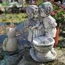 Új szobor virágtartós szerelmesek