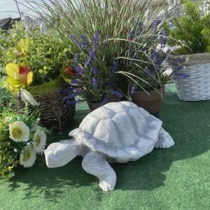 Teknőc aranyos kerti dísz