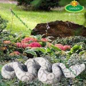 Különleges kert dekoráció kígyó