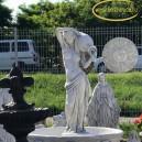 korsos női szobor