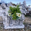 Virágtartós szobor