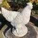 Falusi dekoráció tyúk szobor