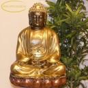 Arany Buddha lótuszvirágon
