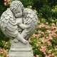 Bibliát szorongató angyalka szobor