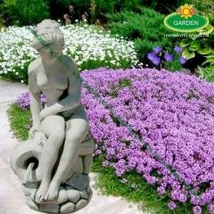 Kerti szobor nő sziklán ülő korsós vízköpő