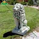 Oroszlán szobor közép talapzaton