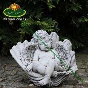 Kültéri angyal szobor kagylóban fekvő