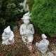 Fekvő fiú humoros kerti figura