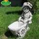 Kislány talicskával kerti dísz