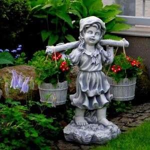 Vízhordó kislány kendős szobor