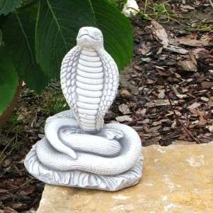 Kőszobor kobra kígyó