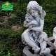 Kis szobor kislány kutyusával
