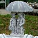 Kerti szobor esernyős gyerekek