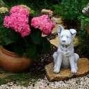 Kajlafülű kiskutya kerti szobor