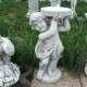 Talapzat-ott tartó fiú szobor