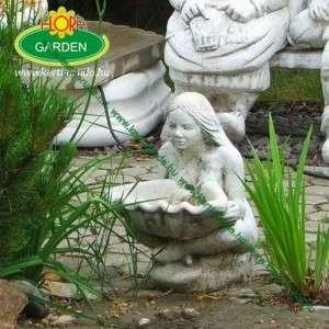 Nő kagylóval vízköpő vagy kerti csobogó