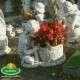 Békás kültéri virágtartó kisfiú