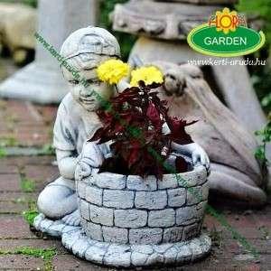 Kültéri virágtartó békás fiú