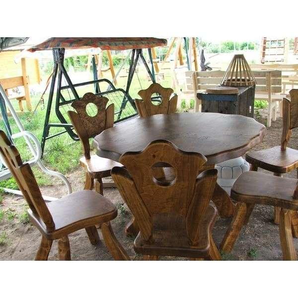 Kerti étkező különleges asztal székekkel.