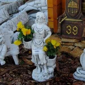 Szüretelő lány virágtartós szobor