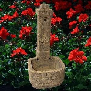 Szép kerti kő csap kút