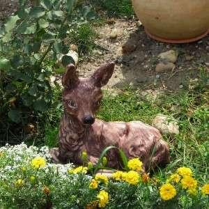 Fekvő őzike kerti dísz festet változat